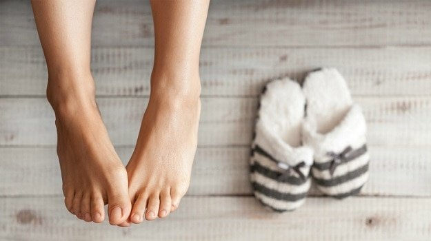 Using Essential Oils on the Base of the Big Toe | Guide To Using Essential Oils Topically