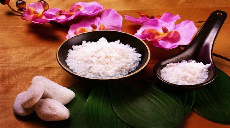 7 Simple Do It Yourself Bath Salt Essential Oil Recipes